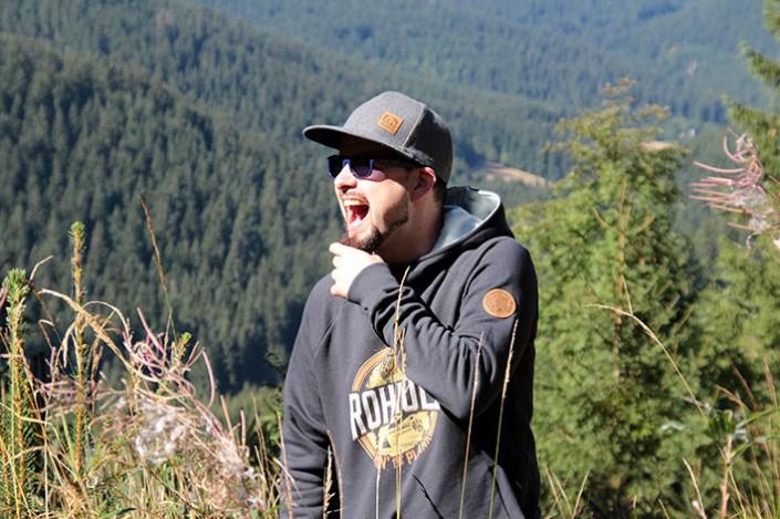 Spaß im Wald - ROHHOLZ Plant Trees