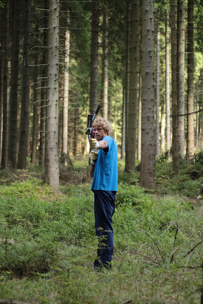 Mit Pflanzspaten bewafnet - Rohholz Plant Trees 2016