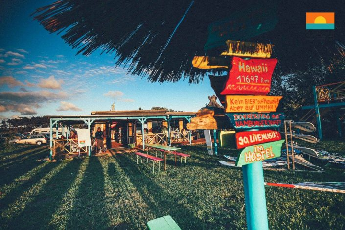 Tiki Bar und Surfshop