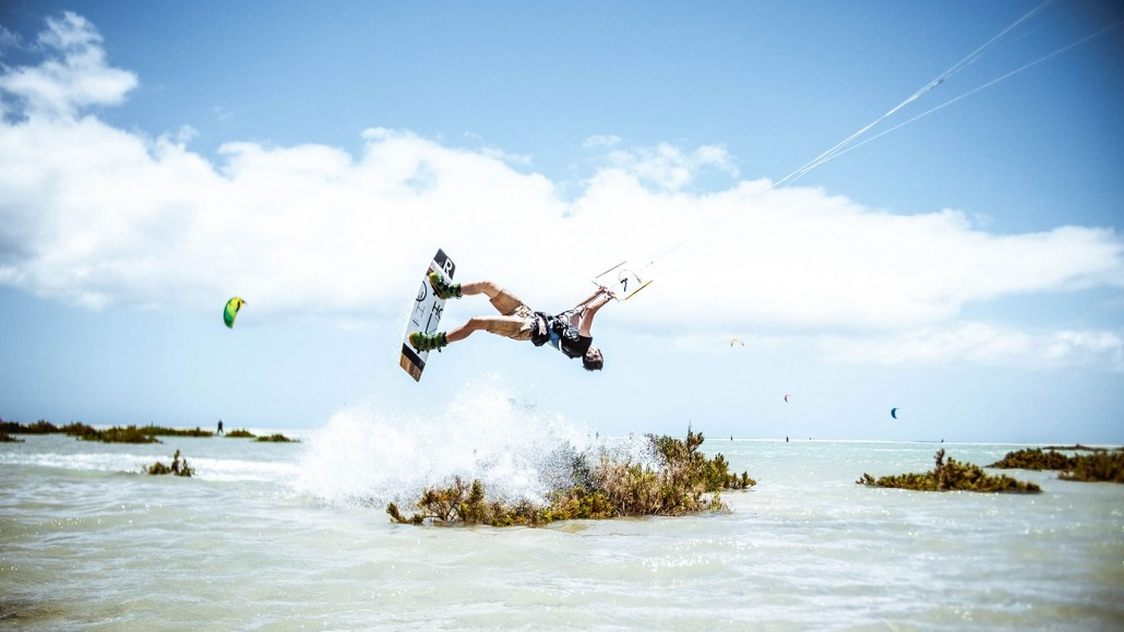 R-Type Kiteboard - Matteo Backflip